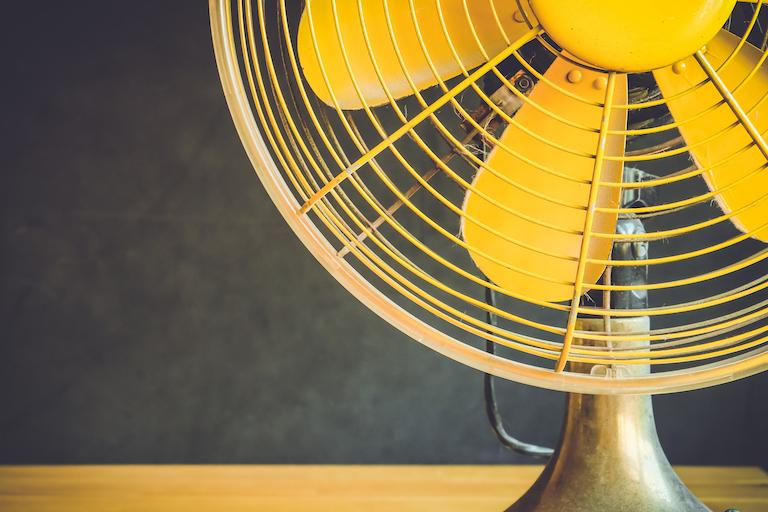 黄色い扇風機