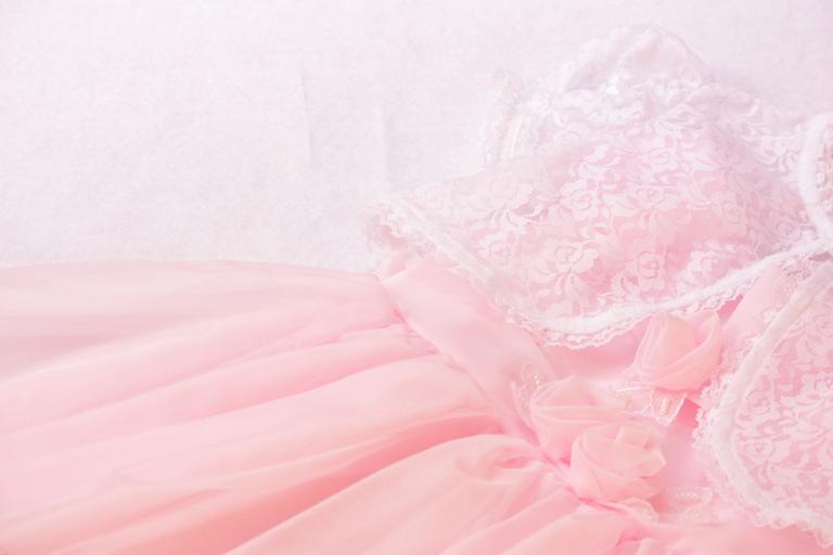 淡いピンクのドレス
