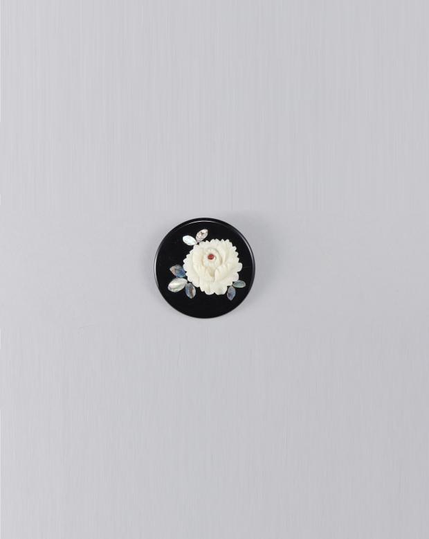 ラブリス帯留め(黒X白)牡丹