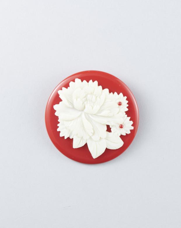 ラブリス帯留め(白X赤)花