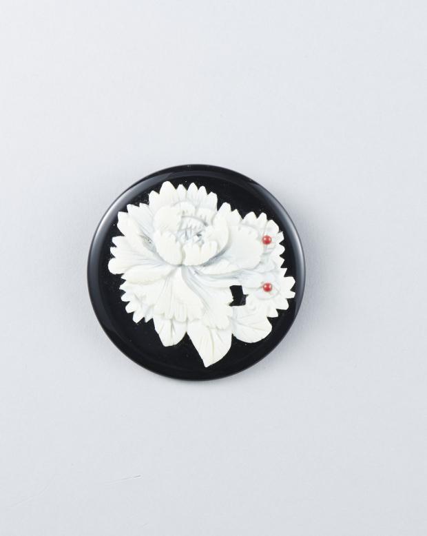ラブリス帯留め(白X黒)花