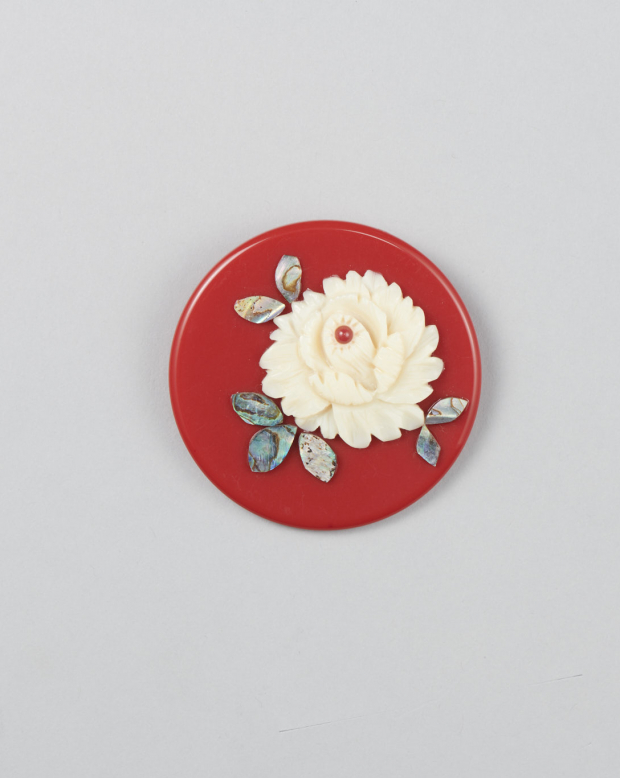 ラブリス帯留め(赤X白)花