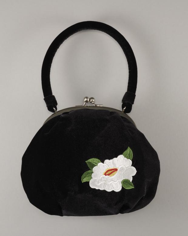 ラブリスバッグ(黒X白)刺繍・椿