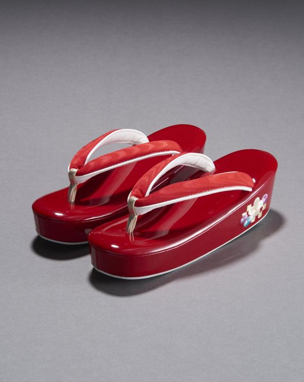 ラブリス草履(赤)菊梅刺繍