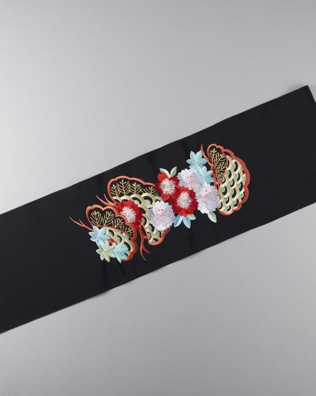 ラブリス半衿(黒X白X赤)松桜