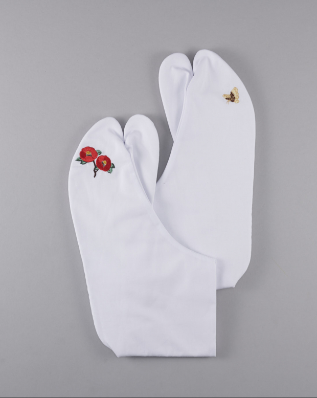 ラブリス足袋(白)刺繍・椿