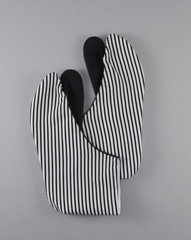 ラブリス足袋(黒X白)ストライプ